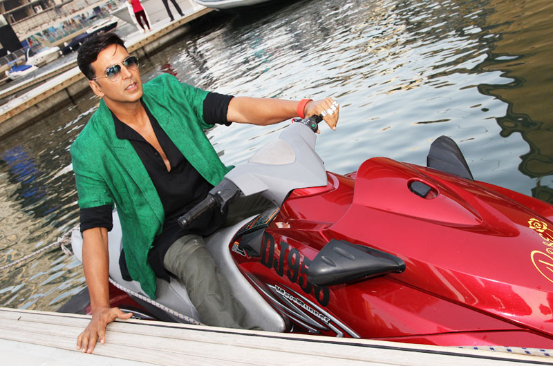 Akshay Kumar Enters On a Jet Ski For Media Interactions Pictures | Akshay Kumar Enters On a Jet Ski For Media Interactions | Akshay Kumar Enters On a Jet Ski For Media Interactions Gallery | Photo 1of 9