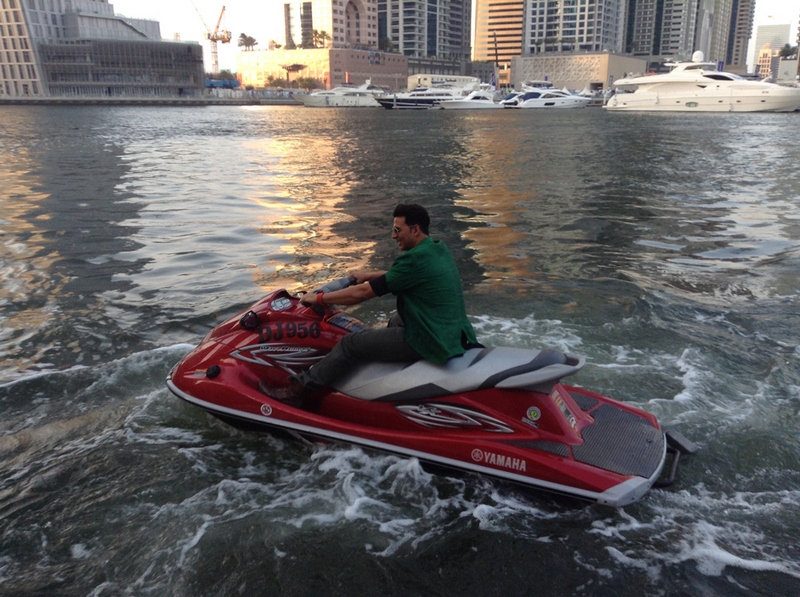 Photo 5of 9 | Akshay Kumar Enters On a Jet Ski For Media Interactions Gallery | Akshay Kumar Enters On a Jet Ski For Media Interactions | Akshay Kumar Enters On a Jet Ski For Media Interactions Images