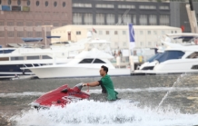 Akshay Kumar Enters On a Jet Ski For Media Interactions