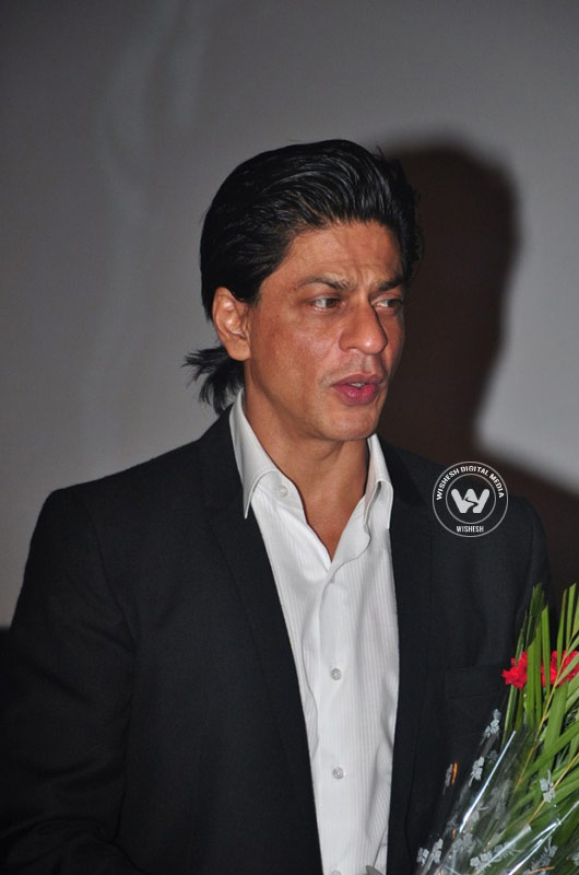 Shah Rukh Khan Latest Gallery | Photo 8of 16 | latest images of actor shah rukh khan | latest stills of actor shah rukh khan