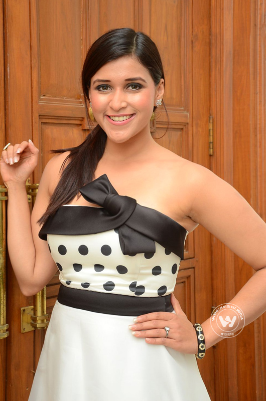 Photo 5of 10 | Mannara Chopra spcy stills | Mannara Chopra photos | mannara-chopra05