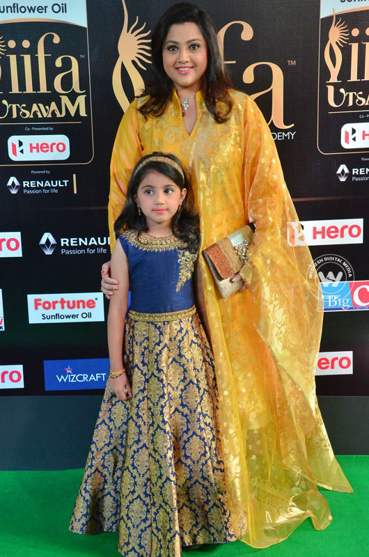 Kushbu | shriya | Photo 3of 25 | iifa-utsavam-03