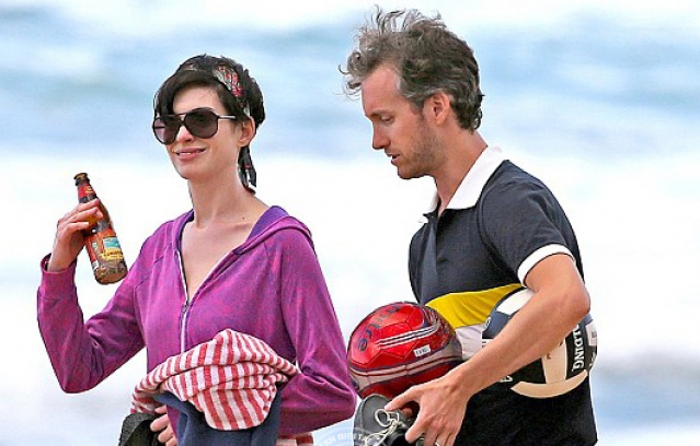 Anne Hathaway holidays with husband in Hawaii