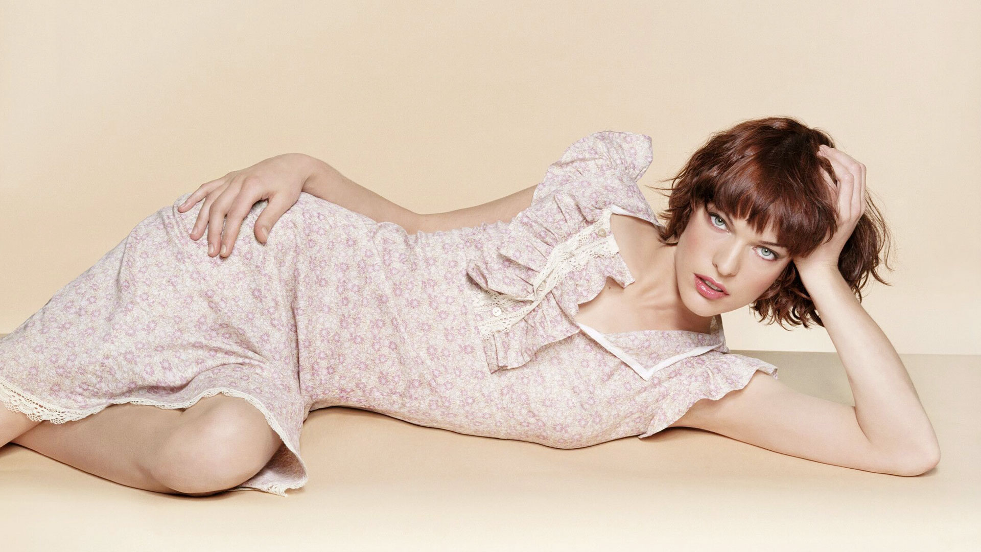 Milla Jovovich Spicy Wallpapers
