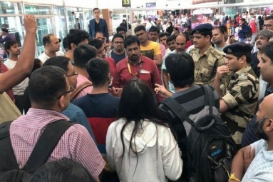 Over 150 Singapore-Bound Passengers Stranded in Bengaluru for 14 Hours After Hoax Security Alarm