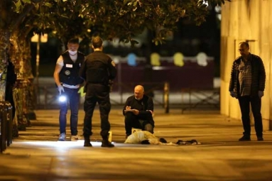 2 British Tourists Among 7 Wounded in Paris Knife Attack
