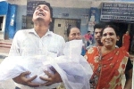 Father Cries Carrying Newborn Baby's Dead Body in Hand as Doctors' Protest Enters Day 4 in Bengal